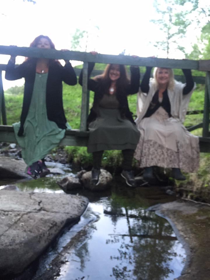 lekfullt på bron